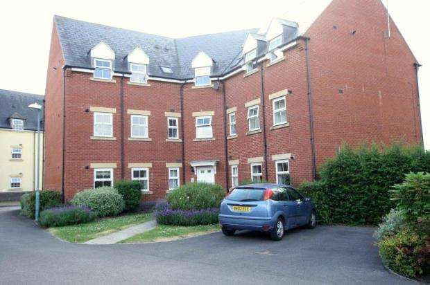 2 Bedrooms Apartment Flat for sale in Deans Court, Bishops Cleeve, Cheltenham