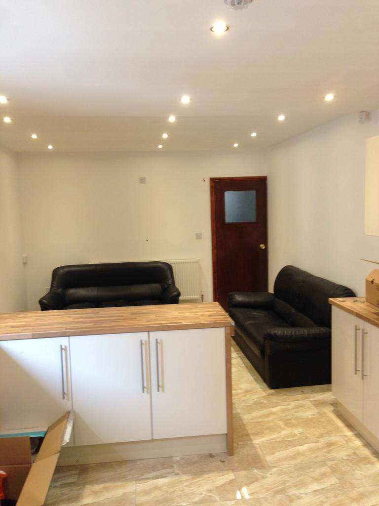 9 Bedrooms Terraced House for rent in Dawlish Road