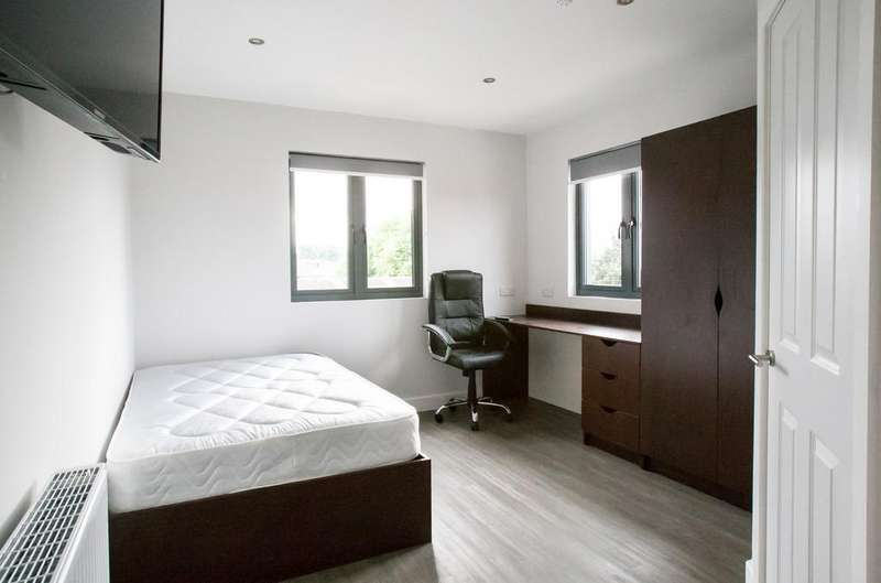 8 Bedrooms Flat for rent in Terrace Street, Noel Street, Arboretum
