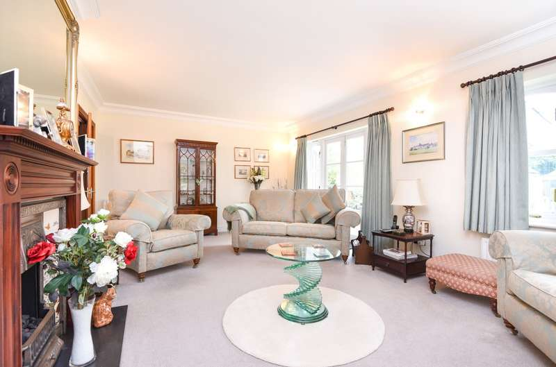 3 Bedrooms Chalet House for sale in Kingswood Creek, Wraysbury, TW19
