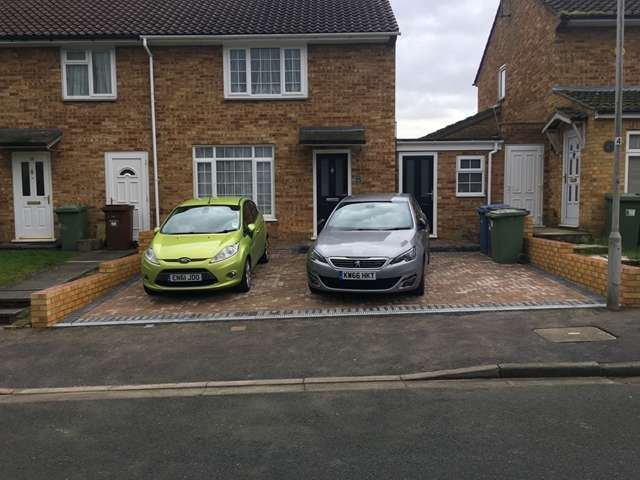 2 Bedrooms End Of Terrace House for sale in Winchgrove Road, Priestwood, Bracknell, Berkshire