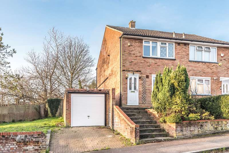 3 Bedrooms Semi Detached House for sale in Dorel Close, Luton, LU2