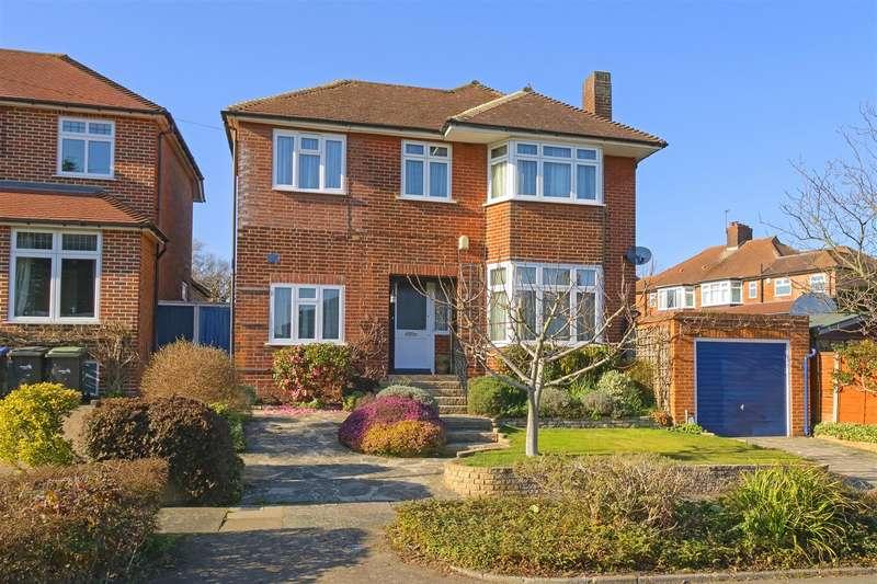 4 Bedrooms Detached House for sale in Brayton Gardens, Enfield, EN2