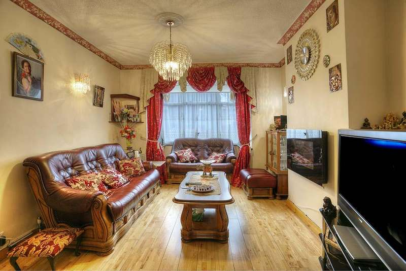 3 Bedrooms Terraced House for sale in New Road, Chingford E4