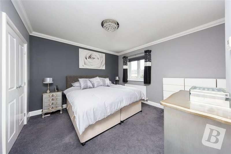 5 Bedrooms Detached House for sale in Savoy Grove, Hornchurch, RM11