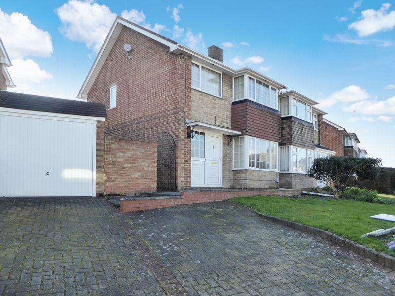 3 Bedrooms Semi Detached House for sale in Lockington Crescent, Dunstable