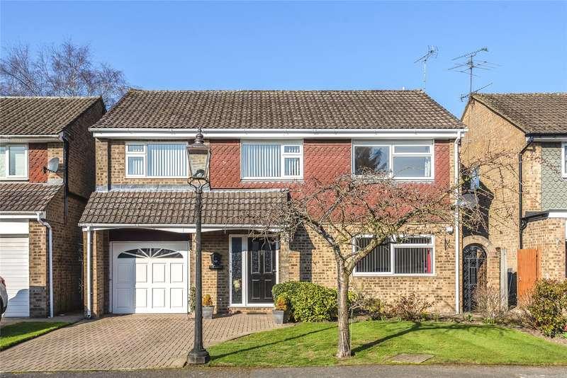 4 Bedrooms Detached House for sale in Gibbons Close, Sandhurst, Berkshire, GU47