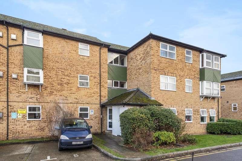 2 Bedrooms Flat for sale in Woosehill, Wokingham, RG41