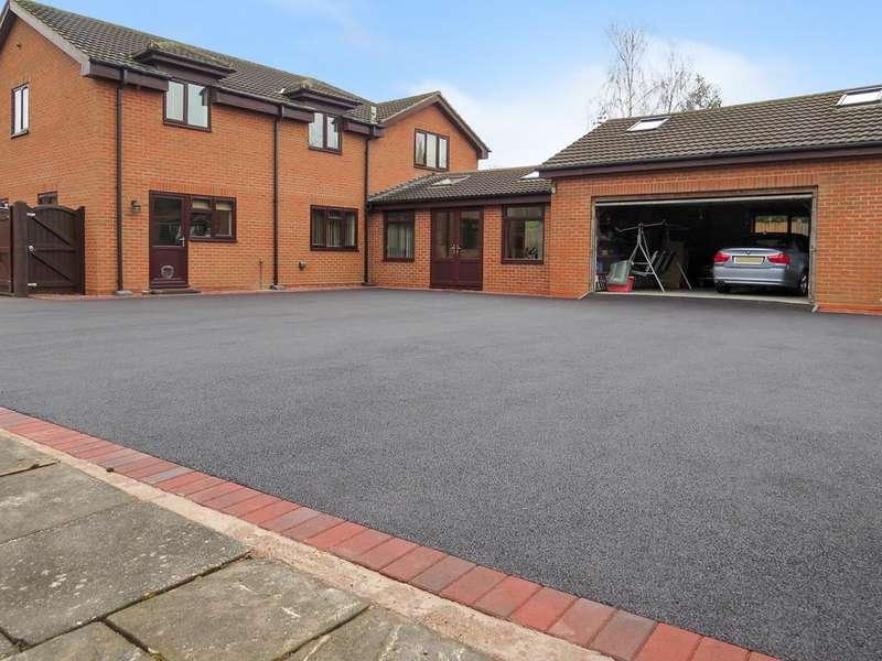 3 Bedrooms Detached House for sale in Birmingham Road, Whitacre Heath, Birmingham