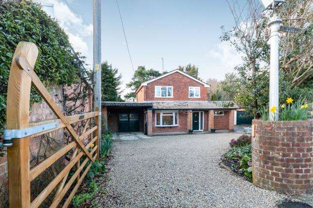3 Bedrooms Detached House for sale in Burghfield Common, Reading, Berkshire