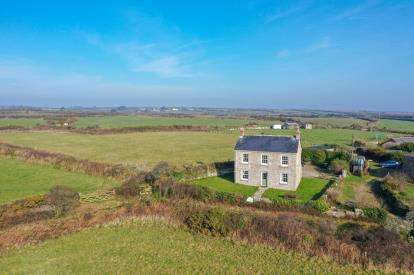 3 Bedrooms Detached House for sale in Lamorna, Penzance, Cornwall