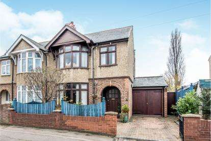 3 Bedrooms Semi Detached House for sale in Foster Road, Kempston, Bedford, Bedfordshire