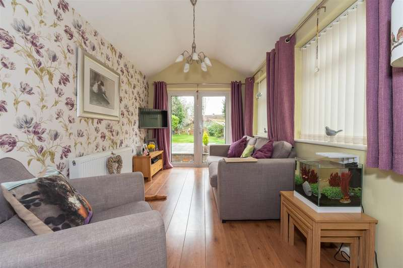 3 Bedrooms Terraced House for sale in Shelley Road, Luton, Bedfordshire