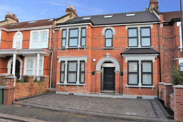 5 Bedrooms Terraced House for sale in Forest Drive West, Leytonstone, E11