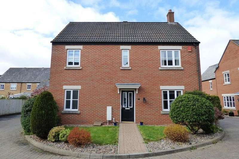 4 Bedrooms Detached House for sale in Voyager Close, Stoke Gifford, Bristol
