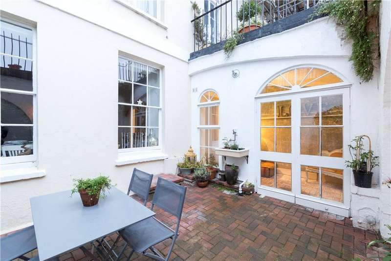 2 Bedrooms Flat for sale in Royal York Crescent, Bristol, BS8