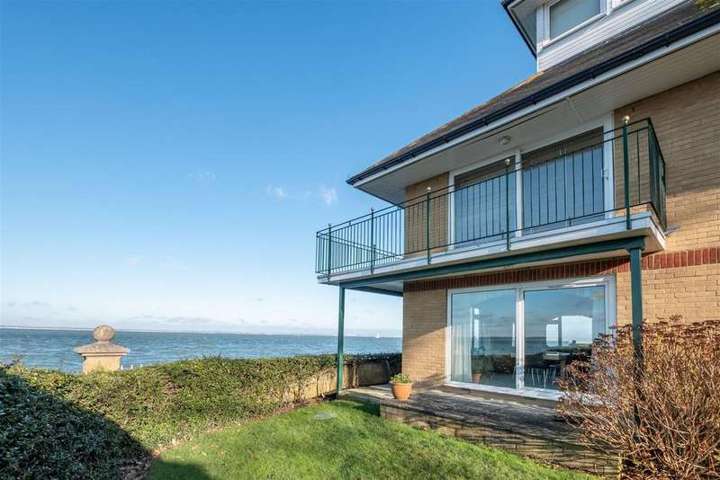 2 Bedrooms Apartment Flat for sale in Queens Road, Cowes