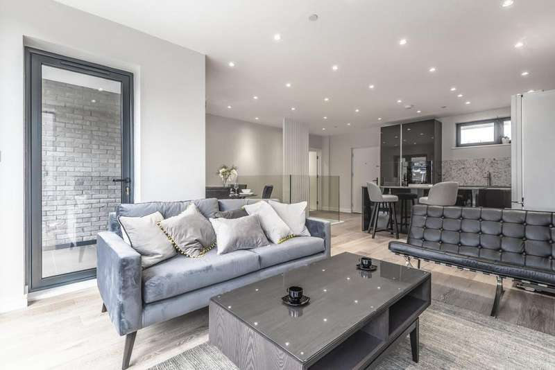 3 Bedrooms Flat for sale in Carter House, Brookhill Road, Woolwich