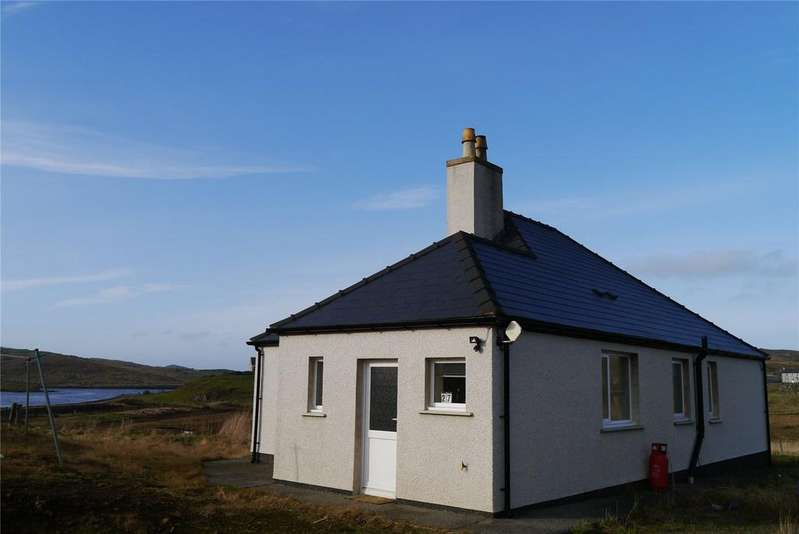 2 Bedrooms Bungalow for sale in 27 Upper Carloway, Isle of Lewis, Eilean Siar, HS2
