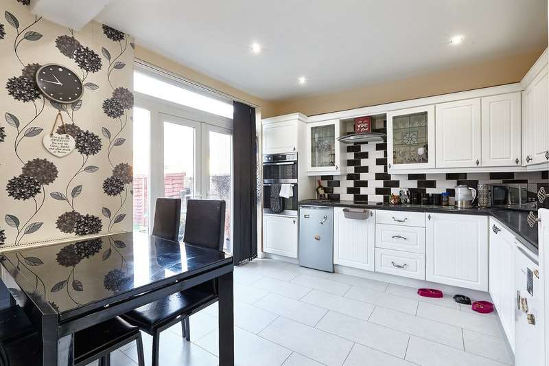 3 Bedrooms Terraced House for sale in St. Andrew's Road, London, London, N9