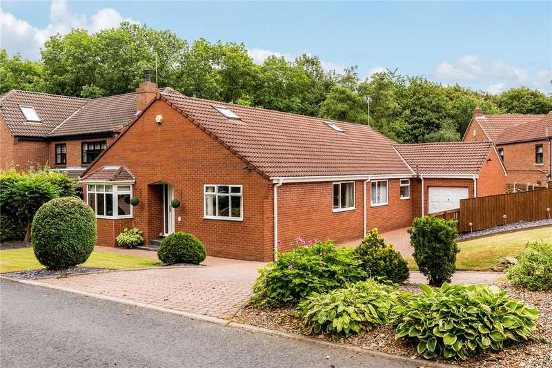 5 Bedrooms Detached House for sale in Roundwood Road, Ossett, West Yorkshire