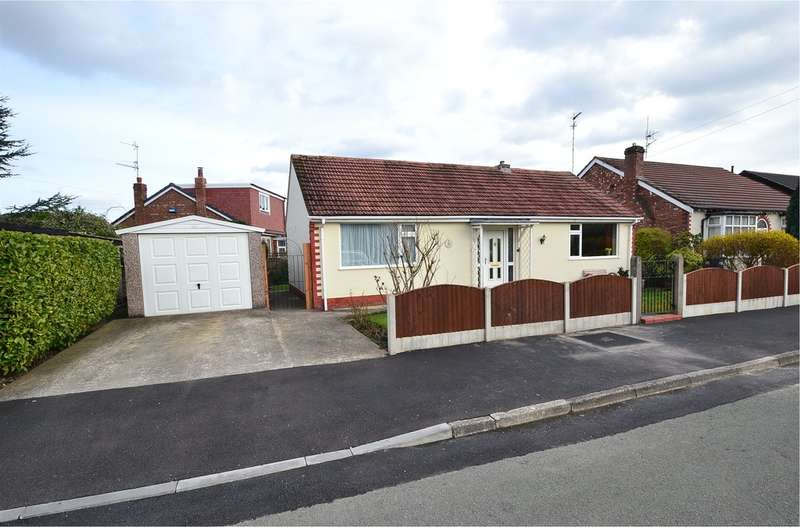 2 Bedrooms Detached Bungalow for sale in Carrfield Avenue, Woodsmoor, Stockport SK3 8TN