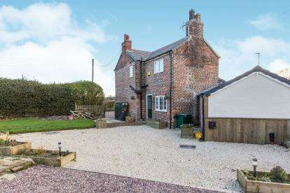 2 Bedrooms Detached House for sale in Davenport Lane, Arclid, Sandbach, Cheshire