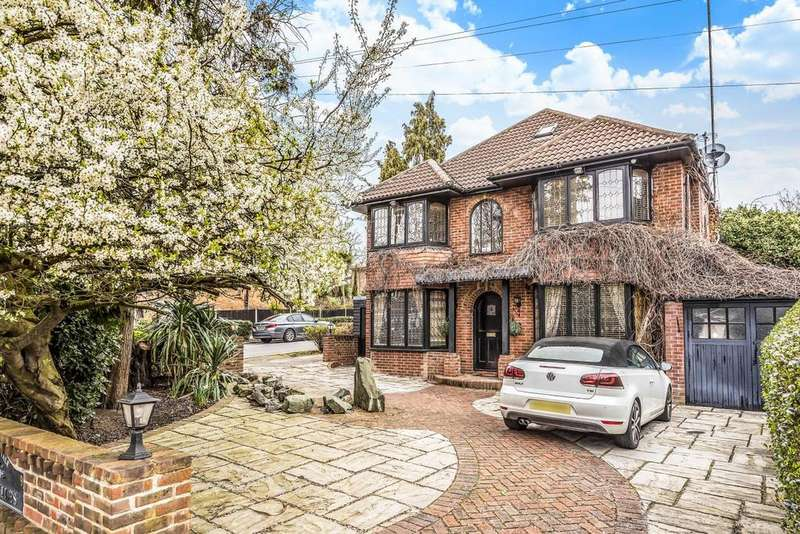 5 Bedrooms Detached House for sale in The Vale, Southgate