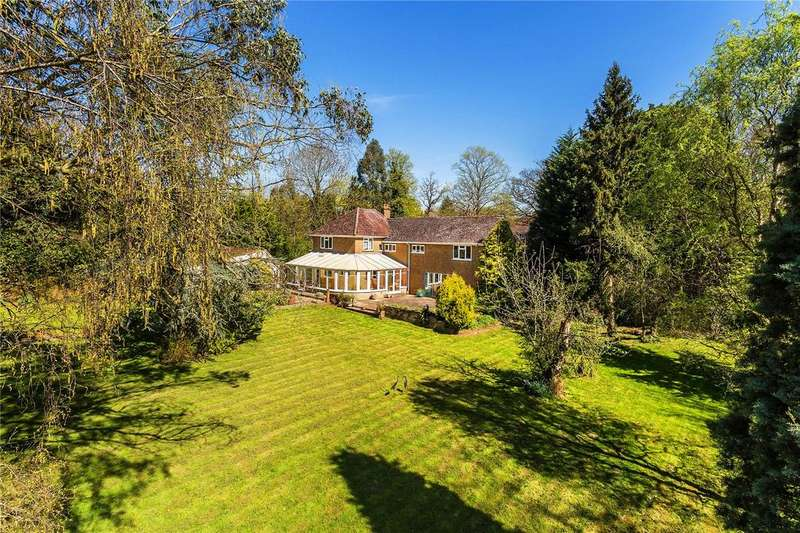 5 Bedrooms Detached House for sale in Meath Green Lane, Horley, Surrey, RH6