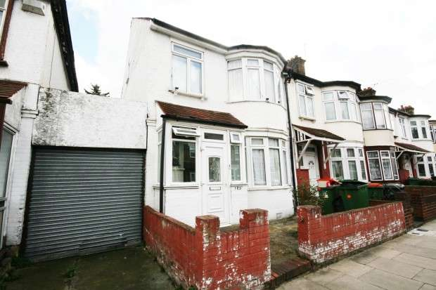 4 Bedrooms Terraced House for sale in Dersingham Avenue, London, E12