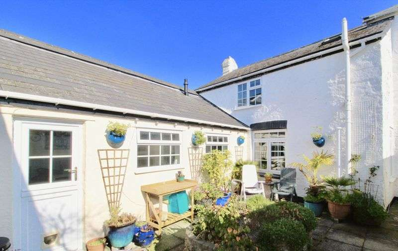 3 Bedrooms Property for sale in Kernick Park, Penryn