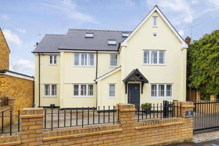 5 Bedrooms Detached House for sale in GREAT LAWN, ONGAR CM5