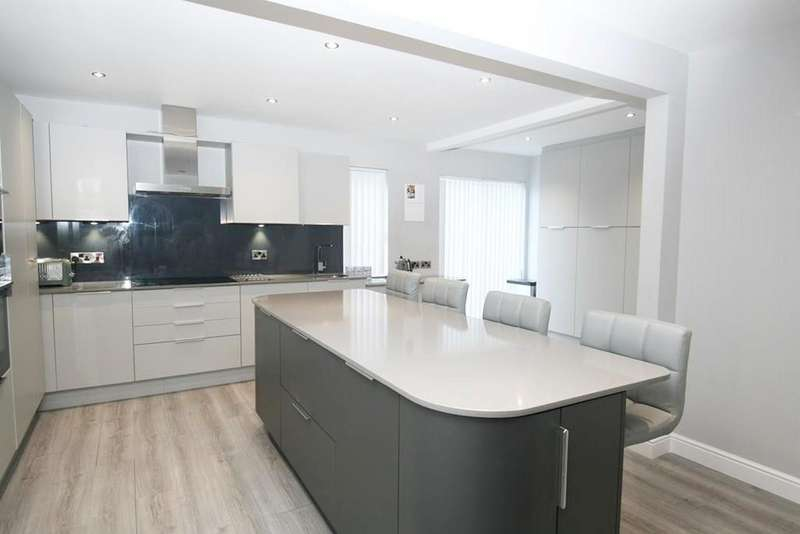 4 Bedrooms Detached House for sale in Murieston Vale, Livingston