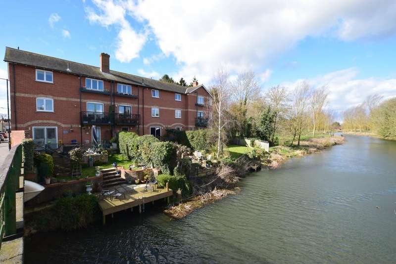 4 Bedrooms Town House for sale in Bridge Street, Bures, CO8 5AD