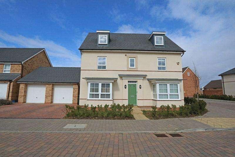 5 Bedrooms Detached House for sale in Mauretania Way, Brooklands, Milton Keynes