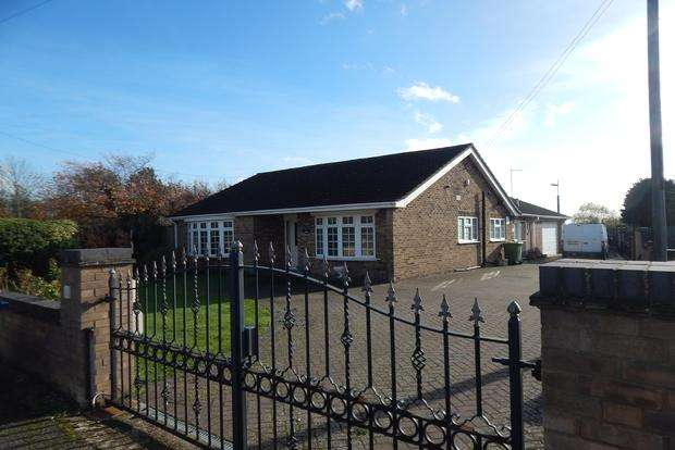 3 Bedrooms Detached Bungalow for sale in New Road, Chatteris, PE16