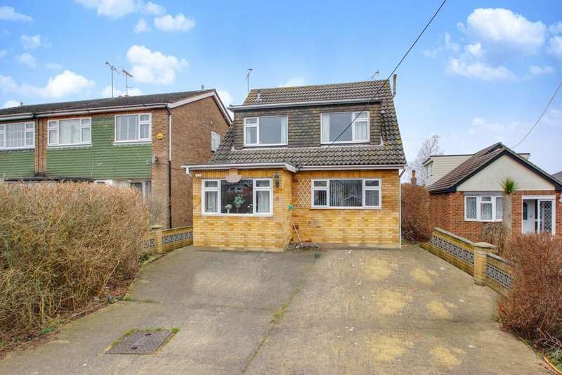 3 Bedrooms Chalet House for sale in Selbourne Road, Benfleet