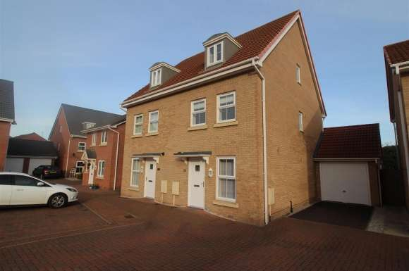4 Bedrooms Semi Detached House for sale in Lamplight Square, Grantham