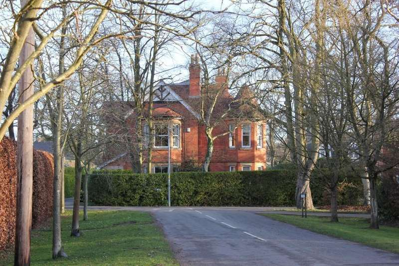 5 Bedrooms Detached House for sale in Sylvan Avenue, Woodhall Spa