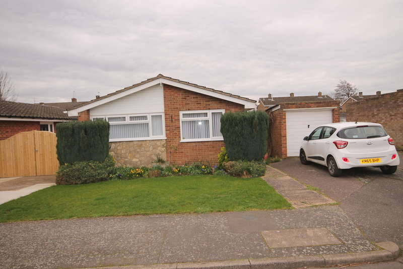 2 Bedrooms Bungalow for sale in Willoughby Close, Great Barford, MK44