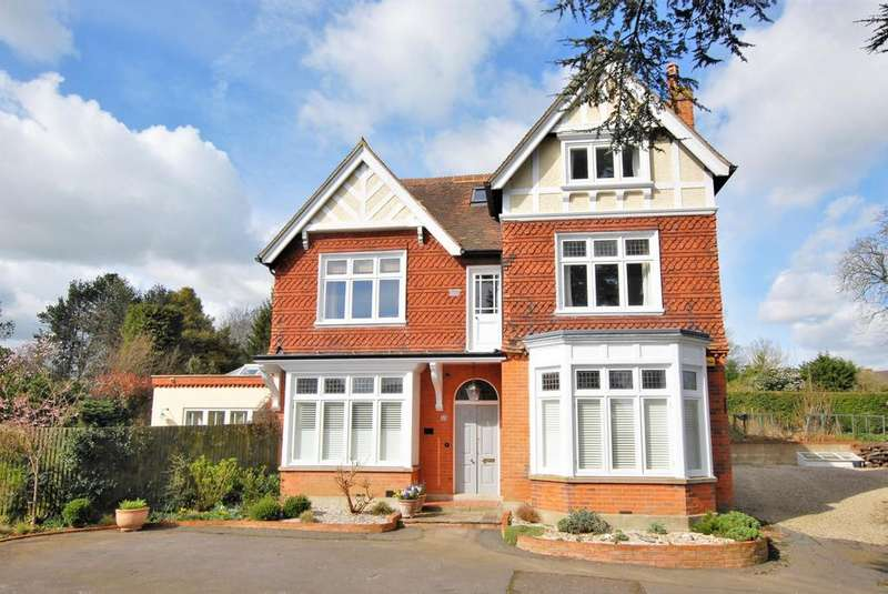 5 Bedrooms Detached House for sale in Castle Road, Hythe, CT21