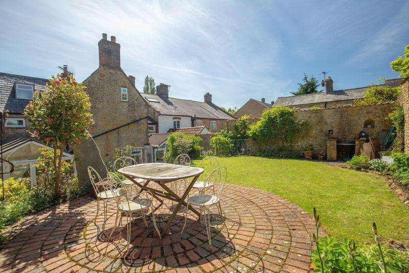 5 Bedrooms Town House for sale in Historic Town House, Castle Cary - Chain Free