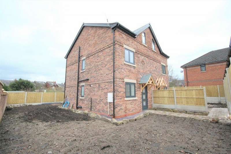 4 Bedrooms Semi Detached House for sale in Far Meadows, Macclesfield SK11