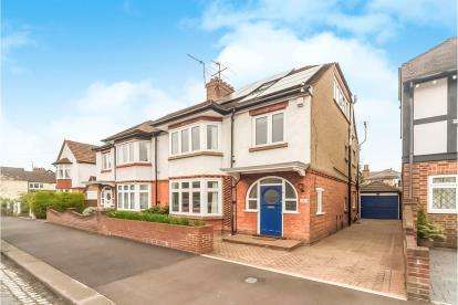 5 Bedrooms Semi Detached House for sale in Beresford Road, Bedford, Bedfordshire