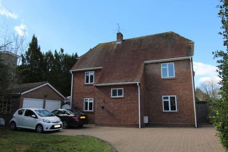 4 Bedrooms Detached House for sale in Rances Lane, Wokingham