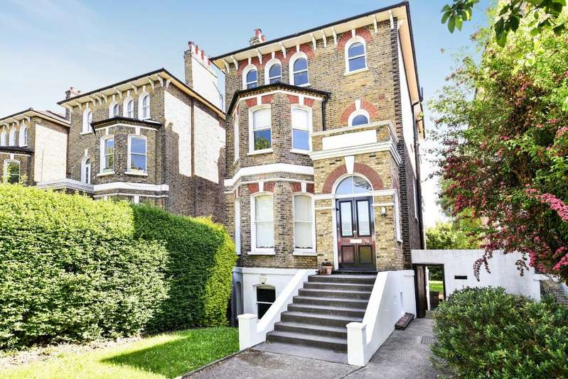 2 Bedrooms Flat for sale in Leyland Road Lee SE12