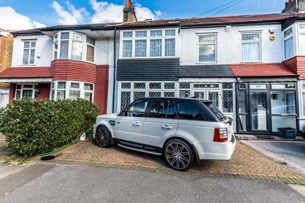 5 Bedrooms Terraced House for sale in Kenilworth Gardens, London IG3