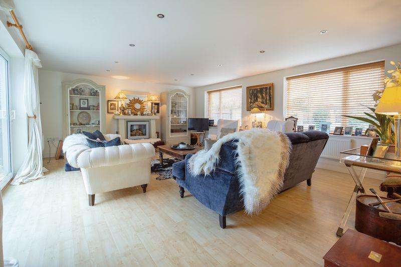 5 Bedrooms Detached House for sale in Spacious family home close to Millfield