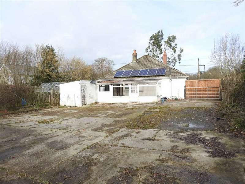 3 Bedrooms Detached Bungalow for sale in LLECHRYD, Ceredigion