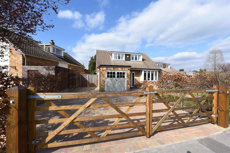 4 Bedrooms Detached House for sale in Scots Drive, Wokingham, RG41 3XF
